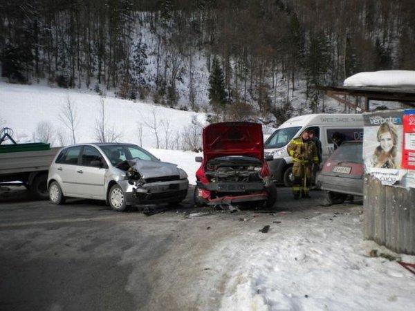Prometna nesreča pri kraju Vezovje-3