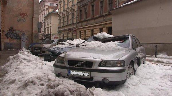 Sneg uničil avtomobile-6