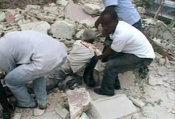 Reševanje preživelih na Haitiju