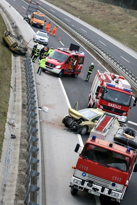 Prometna nesreča - 13