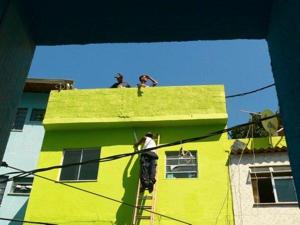 Favela v novih barvah - pleskanje