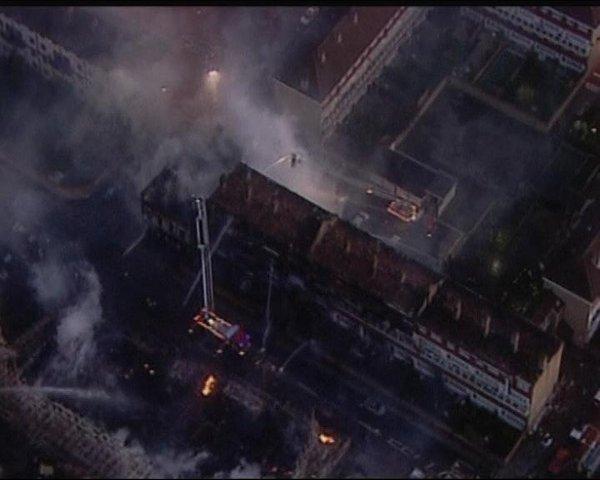 Požar v stanovanjski četrti v Londonu-4