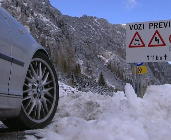 Sneg na cestah