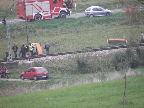 Vlak trčil v tovornjak - 1