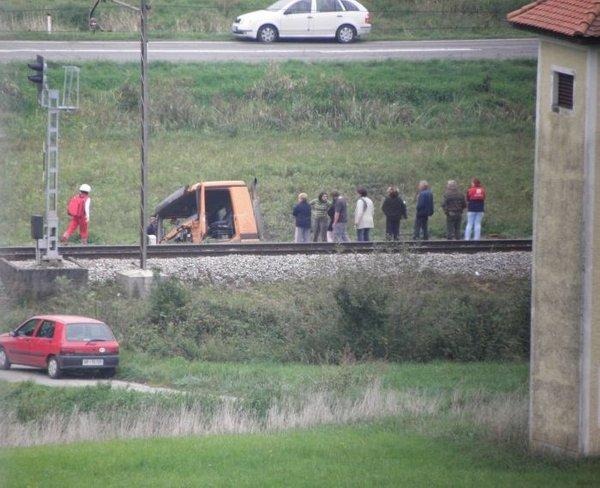 Vlak trčil v tovornjak - 2