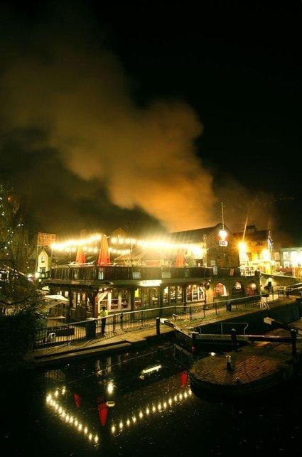 Požar v londonski četrti Camden Market