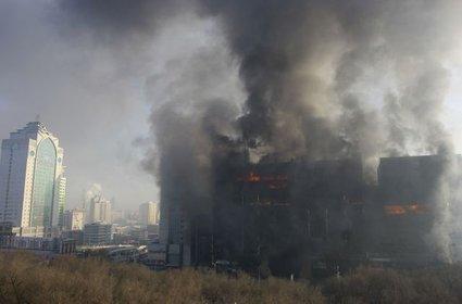 Požar v kitajski poslovni stavbi