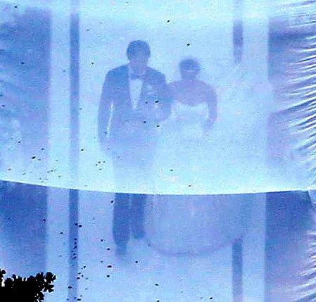 Kim Kardashian v poročni obleki