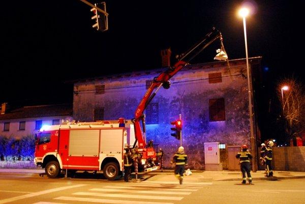 Novogoriški gasilci odpravljajo posledice divjanja burje - 3