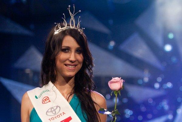 miss universe slovenije slovenia 2011 winner ema jagodic