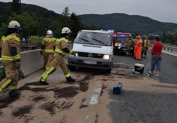 Prometna nesreča pred cestninsko postajoTepanje - 4
