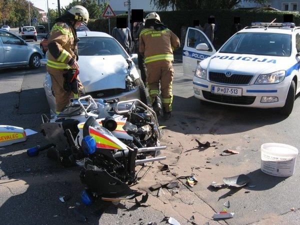Prometna nesreča reševalca na motorju - 3